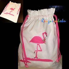 Rengarenkoku'ya özel flamingo aplikeli temiz kirli çamaşır torbası.Lütfen fiyat bilgisi ve siparişleriniz için rengarenkoku@gmail.com adresine e- posta yollayınız.instagram adresimizdenya da  facebook sayfamızdan tasarımlarımızı izleyebilir, mesaj yollayabilirsiniz.