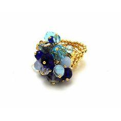 Um toque de azul para trazer paz e acalmar o coração. 🙏 Uma ótima noite para todos! 💙🙏🌟🌃😴 #anel #dourado #cristal #azul #paz #equilibrio #chique #estilo #boanoite #golden #ring #blue #peace #balance #chic #style #goodnight #instanight #instalike #instamood #instagood
