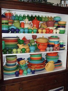 vintage - my mother collects this specific brand and i love it. reminds me of fiesta dishware --> Nothing says Mexian like classic Fiesta dishware! Vintage Dishware, Vintage Dinnerware, Vintage Dishes, Vintage Pottery, Vintage Kitchen, Fiesta Kitchen, Kitchen Items, Kitchen Things, Vintage Love