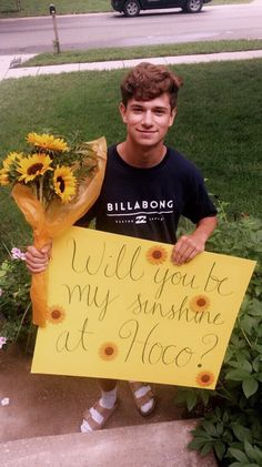 homecoming proposal ideas for guys this is adorable. but those socks and birkenstocks tho idk if he knows but its usually a teen girl thing lolll Cute Relationship Goals, Cute Relationships, Cute Homecoming Proposals, Wedding Proposals, Marriage Proposals, Wedding Poses, Formal Proposals, Wedding Ideas, Cute Promposals
