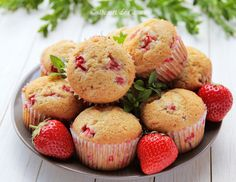 Briose cu capsuni - Desert De Casa - Maria Popa Easy Meals, Easy Recipes, Muffin, Cupcakes, Sweets, Ale, Breakfast, Desserts, Food
