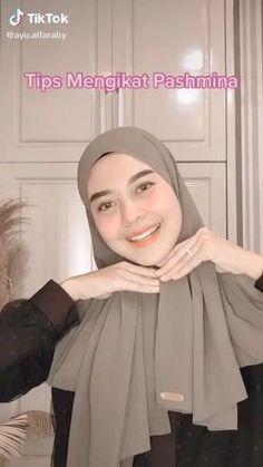 Modern Hijab Fashion, Street Hijab Fashion, Hijab Fashion Inspiration, Muslim Fashion, Hijab Fashion Summer, Islamic Fashion, Simple Hijab Tutorial, Hijab Style Tutorial, Turkish Hijab Tutorial