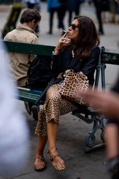 Leopard Outfits Trends to Keep in 2019 Classic Print Mix Leopard Outfit Ideas Leopard Skirt Leopard Handbag Leopard Flats Blazer Outfits All The Leopard Things To Buy Right Now Street Style 2018, Casual Street Style, Street Chic, Mode Outfits, Chic Outfits, Fashion Outfits, Blazer Outfits, Style Fashion, Leopard Print Outfits
