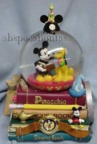 Disney Convention Snowglobe I absolutely need this!
