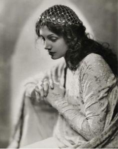 Vanity Fair, 1923. Photo by Nickolas Muray.