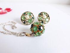Ensemble Boucles d'Oreille et pendentif , strass verts et perle - Vintage années 50 - boucle d'oreille clips - bijoux fantaisie vintage