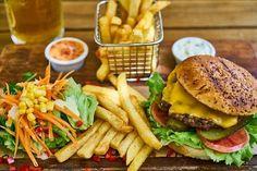 Spicy Chicken Sandwiches, Nutritional Yeast Recipes, Bulgarian Recipes, Good Burger, Burger Buns, Food Reviews, Portobello, Quinoa, Hamburger