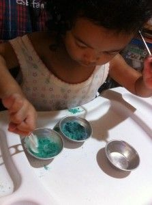 Colored Sand Salt Creativity Exercises, Colored Sand, Sensory Activities, Food Coloring, Upcycle, Diy Projects, Tableware, Creative, Salt