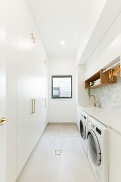 White Laundry Rooms, Modern Laundry Rooms, Laundry In Bathroom, Laundry Decor, Kitchen Modern, Laundry Room Design, Home Room Design, Bathroom Interior Design, Interior Decorating