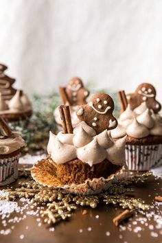 If there's anything that truly screams Christmas, it's these Gingerbread Cupcakes with Cinnamon Browned Butter Buttercream I made in partnership with McCormick. Sweet gingery cupcakes made with brown sugar, molasses and a touch of vanilla extract. Christmas Desserts, Holiday Treats, Christmas Treats, Holiday Recipes, Christmas Cupcakes, Christmas Gingerbread, Cupcake Recipes, Cupcake Cakes, Dessert Recipes