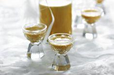 Kokosový likér | Apetitonline.cz Vodka, Spoon, Champagne, Drinks, Tableware, Drinking, Beverages, Dinnerware, Tablewares