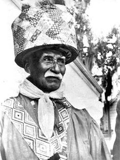 """Billy Bowlegs III (1862–1965) This Seminole Indian elder and historian, said to be a descendant of African American intermarriage with the Seminole, adopted the name of the legendary resistance fighter Billy Bowlegs II (1810–64). The """"patchwork"""" pattern covering his turban expresses the influence of African ovpispisi (bits and pieces)—sewing typical of the Suriname Maroons and Ashanti who married into the tribe."""