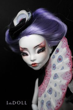 Shinonome - the girl with the crying fan Doll Face Paint, Doll Painting, Ooak Dolls, Barbie Dolls, Doll Toys, Monster High Repaint, Monster High Dolls, Big Eyes Artist, Divas