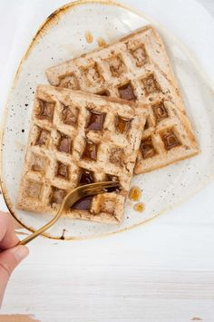 Vegan Chai Waffles - without eggs or dairy - but flavorful. With cinnamon, ginger, cardamom, cloves, and all the typical chai spices! Vegan Breakfast Recipes, Vegan Recipes Easy, Whole Food Recipes, Dessert Recipes, Healthy Breakfasts, Vegetarian Recipes, Desserts, Breakfast Pancakes, Pancakes And Waffles