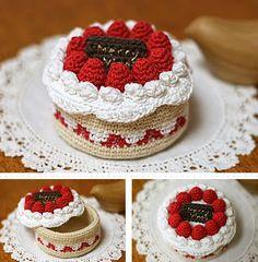 Small Box of Cake Crochet Patissier