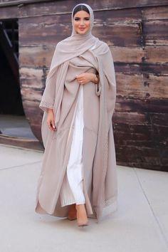 Beautiful in Black - IG: 🐚 Islamic Fashion, Muslim Fashion, Modest Fashion, Fashion Outfits, 70s Fashion, Fashion Tips, Hijab Fashionista, Modest Wear, Modest Dresses