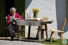 """Hier wohnt das Glück mit dabei bei den Dreharbeiten mit Servus TV in Südtirol. Hier zu sehen die Wirtin vom berühmten Hause BRIOL. Das Format """"Heimatleuchten"""" setzt auf ein neues Heimatgefühl – Altes trifft auf Neues, Tradition auf Innovation und Brauchtum auf Moderne. Und das wird umrahmt von wunderschönen Aufnahmen, spektakulären Bildern und berührenden Lebensgeschichten.  #suedtirol #servustv #briol #urlaub #wandern #hierwohntdasglueck #tradition #ausflug #carinthia #kärnten Servus Tv, Innovation, Holiday, Blog, Home Decor, Travel Advice, Hiking, Nice Asses, Homemade Home Decor"""