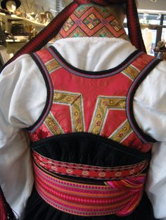 Beltestakkliv Bakfra / Bildegalleri / Beltestakk / Telemarksbunad - Stoffbua Folk Costume, Costumes, Tablet Weaving, Going Out Of Business, Water Lilies, Folklore, Fasion, Handicraft, Pink