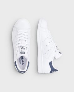 adidas Originals Stan Smith sneakers Hvid og blå - Adidas White Sneakers - Latest and fashionable shoes - adidas Originals Stan Smith sneakers Hvid og blå Stan Smith Mujer, Tenis Stan Smith, Adidas Stan Smith Women, Stan Smith Sneakers, Stan Smith Shoes, Adidas Sandals, Adidas Sneakers, Mode Man, Adidas Shoes Women