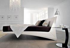 Bezig met het inrichten van je huis? Erg belangrijk daarbij is de keuze van een goed bed. Je dag begint namelijk pas optimaal als je wakker wordt in een geschikt bed. Wij lijsten tien bedden op waarbij je gegarandeerd zal wegdromen.