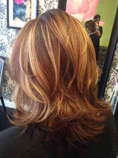 Chocolate and gold balayage - Hair styles - Frisuren Medium Hair Styles, Short Hair Styles, Great Hair, Hair Highlights, Hair Today, Balayage Hair, Hair Looks, Short Hair Cuts, Hair Lengths