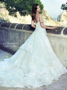 Pisacea, abito bianco in pizzo di Alessandro Angelozzi Couture