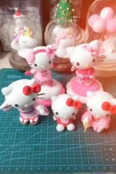 Terrific Pics Clay Crafts videos Concepts Creative ideas about clay art. Polymer Clay Ornaments, Cute Polymer Clay, Cute Clay, Diy Clay, Polymer Clay Kunst, Polymer Clay Projects, Polymer Clay Creations, Fondant Figures, Clay Crafts For Kids