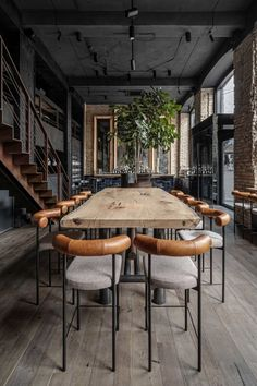 The industrial interior design style loves the art of exposed pipes and beams. Materials like brick and concrete are a great way to give the space a lot of character. Know all about it in the article!