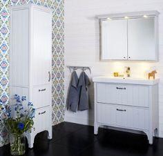 Badrum med lantlig stil Bathroom Vanity, Vanity, Decor, Inspiration, Furniture, House, Home, Old Country Houses, Home Decor