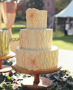 A Chic Low-Country Wedding at Runnymede Plantation by Liz Banfield Photography Pretty Cakes, Beautiful Cakes, Amazing Cakes, Wedding Cake Rustic, Wedding Cakes, Rustic Cake, Woodland Wedding, Free Wedding, Chic Wedding