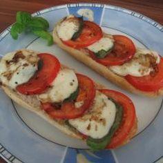 Tomate-Mozzarella-Baguette und 87.000 weitere Rezepte entdecken auf DasKochrezept.de