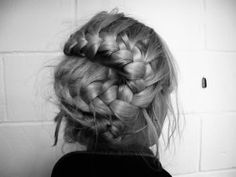 Would love to have long enough hair to do this one.  Love the arrangement of the braid and how thick it is.