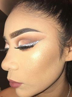 the foundation is kinda cakey, but that highlight is 😍 Makeup Goals, Makeup Inspo, Makeup Art, Makeup Inspiration, Makeup Tips, Beauty Makeup, Hair Beauty, Eyes Lips Face, Makeup On Fleek