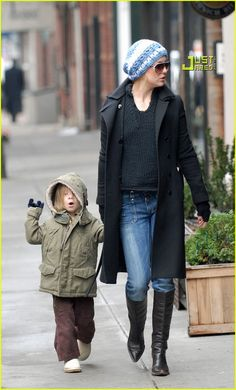 Kate Hudson (with son Ryder) sports a slouchy crochet beanie.