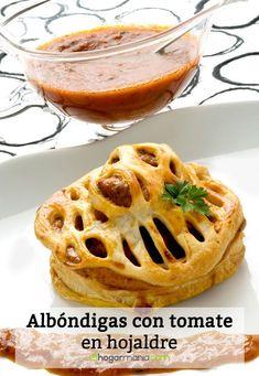 Receta de Albóndigas con tomate en hojaldre Apple Pie, Desserts, Food, Puff Pastry Recipes, Tomato Sauce, Puff Pastries, Egg Wash, Open Kitchens, Tailgate Desserts