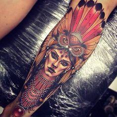 Tattoo perfeita para panturrilha. Índia