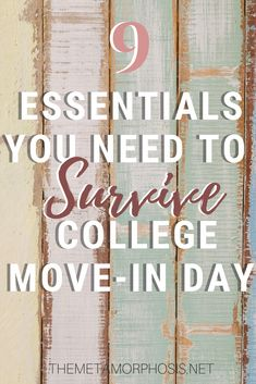 9 Essentials You Need on Your College Move In Day Checklist All College Students Need This dorm room wall art ideas This is the awesomeideas to your dorm room to decorationit. College Freshman Tips, College Packing Lists, Grants For College, Financial Aid For College, Scholarships For College, College Dorm Rooms, College Hacks, College Students, Espn College