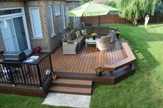 This custom armadillo composite deck was built in Durham in 2016 Low Deck Designs, Backyard Patio Designs, Backyard Projects, Small Backyard Decks, Landscaping Around Deck, Home Landscaping, Outdoor Deck Decorating, Porches, Pergola