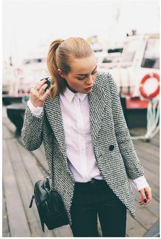 Love that blazer. Grad school style.