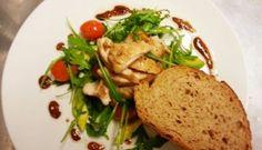 Chicken, avocado salad with the Chef Charles fool-proof balsamic dressing!   Voor het gerecht ga naar www.wrmmagazine.nl