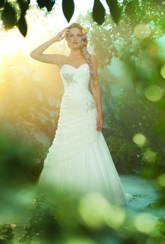 MY DRESS! http://www.bridalguide.com/photo-galleries/bridal-gowns/disney-fairytale-weddings-by-alfred-angelo/style-rapunzel
