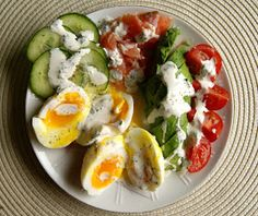 Dieta ketogeniczna - moje pierwsze wrażenia Salad Recipes, Keto Recipes, Cooking Recipes, Caprese Salad, Salads, Food Porn, Lunch Box, Easy Meals, Food And Drink