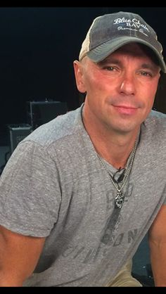 Kenney Chesney, Country Music Artists, Happy Memorial Day, Mature Men, Pretty Face, Sexy Men, Cartoons, Stars, Tv