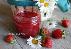 """La confiture de fraises de Julia du blog """"Cooking Julia"""" inspirée du blog """"Recettes économiques"""" Agar Agar, Thermomix Desserts, Fruit, Strawberry, Cooking, Food, Chutneys, Gardens, Strawberry Rhubarb Crumble"""