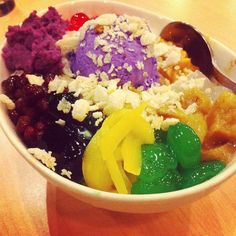 weirdest craving for halo halo right now and i've literally only had this shit once in my life.