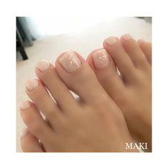 summer whiteshellpedicure 大人の爽やかホワイトシェル #nail#nails#nailbymaki#makifujiwara#naildesigns#elegant#beauty#pedicure#white#shell#summer