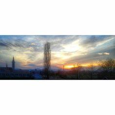 Reposting @eminaphotography: Views like these! 🌅🌎📷😍 #sun #beautiful #beauty #view #photooftheday #skyporn #hot #night #warm #instasky #instatag #instasun #sunrise #instagramanet #morning #sunsets #amazing #all_sunsets #sunset_madness #instasunsets #cloudporn #horizon #pretty #sunset #vision #photography #sunrise_sunsets_aroundworld #follow @eminaphotography