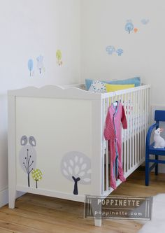 Wallstickers & wallpaper crafts - Ikea hensvik baby bed makeover by Poppinette.com
