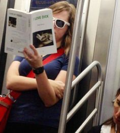 Weird Reading Material Spotted in Public Places Pics) Crazy People, Funny People, Funny Things, Pictures Of People, Funny Pictures, Random Pictures, I Dont Care Anymore, Def Not, Michael Kors Tote Bags