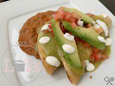 Pescadillas de Atún bañadas en salsa de tomatillo, tacos dorados de atun, tacos atun,